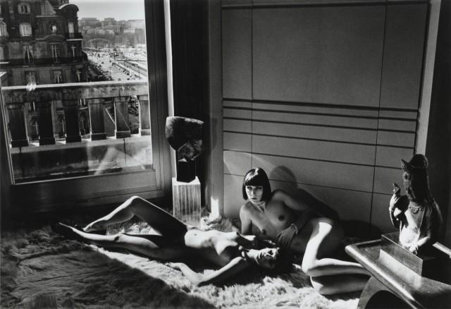 Mannequins-Quai_Orsay-Iphoto-by-Helmut-Newton-1977-640x438