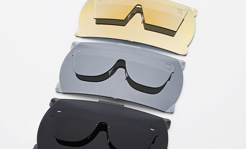 40-super-by-retrosuperfuture-slunecni-bryle-bez-obroucek-retrofuturisticke-moderni-bryle-cerne-sede-zlate-skla-zeiss